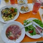 原発の社食。レストランに見えるがボルシチを始めとしたウクライナの基本食が中心で、給食のような感覚らしい。とにかく量は多かった、、、この他にデザートもついた。