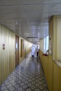 チェルノブイリ原発の金の廊下。長い。そして足の長いガイドの歩く速度が速すぎて大変だった。