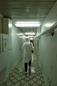 チェルノブイリ原発施設内の廊下。
