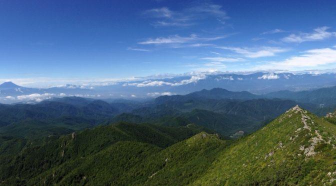 より素足に近づけて山を感じる